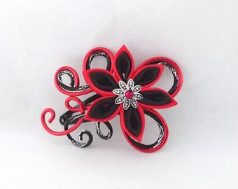 Red aluminum hair clip / chiseled black and flower
