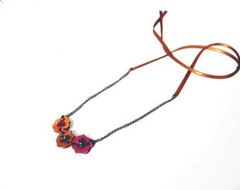 Necklace sweetheart flowers printed on leather