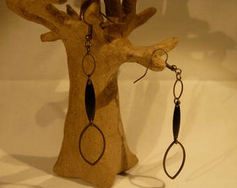 Earrings Bronze thin, delicate and lightweight bronze shuttle and black enamel shuttle