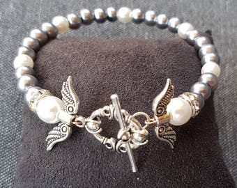 Vintage bracelet White Pearl glass beads and silver round clasp