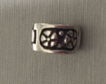 A BEAD clasp (reference 27)