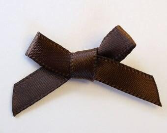 25 x 7mm Satin ribbon bow: Brown - 02344