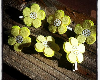 Set of 6 clips in yellow and white felt flower design wood
