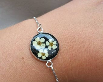 Fine bracelet, pendant 2 cm, resin and dried flower of spirea round connector