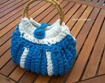 Pretty handbag in blue and white, bamboo handles