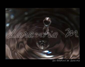 Photo 30X40cm Teardrop fountain in a brown water