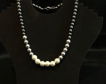 Tri-colored glass pearl neclace