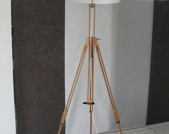Foot floor lamp made with an old painting easel