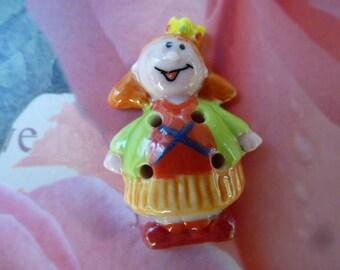 Bean button porcelain girl Queen
