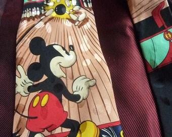 cravate Disney en soie bleu marine et couleurs