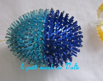 Porcupine turquoise and dark blue egg