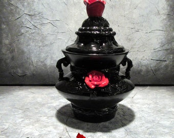box baroque porcelain black and red roses