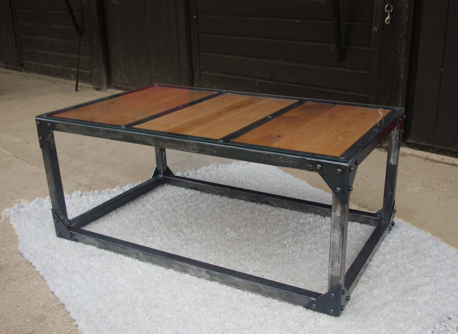 table basse fer bois verre rivetée