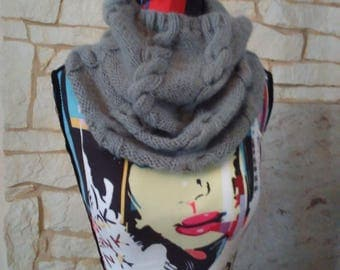 snood gray with very warm and soft cables