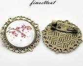 jolie Broche motif fleur de cerisier , romantique,cabochon verre ,bijou créateur