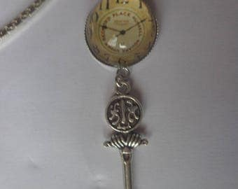 Bookmarks bronze clock and key