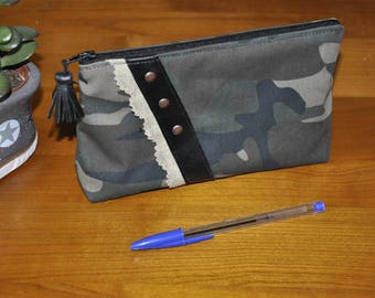 Cosmetic - makeup - camouflage-black leatherette case