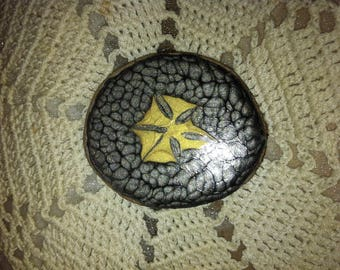 Black and gold colored brooch