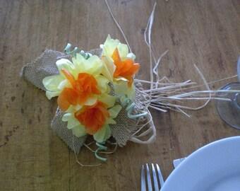 Daffodil 3 raffia - centerpiece flowers