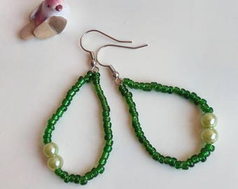 tear drop earrings with seed beads bottle green and green/synthetic pearl earrings