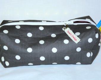 Makeup gray polka dots