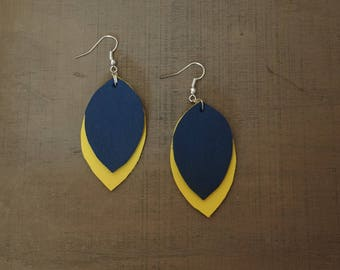 Leaves earrings in yellow and dark blue leather