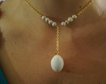 """Victorian"", gold and white necklace with Pearl imitation marble"