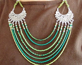 MULTISTRAND green beaded necklace.