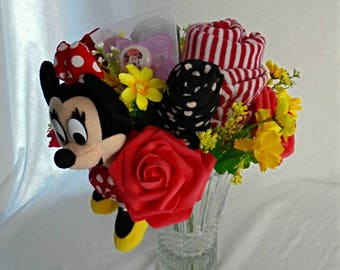 Pretty bouquet trimmed Minnie theme for pretty Princess