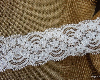 Beautiful ivory lace, 5 cm width, scalloped lace adorned with flowers