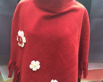 Material poncho fleece flowers red white