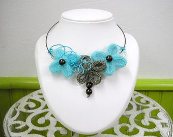 The Choker necklace with turquoise and Brown flowers