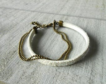 Bracelet multi row faux ivory glitter leather and chain ball