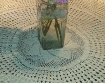 Vntage Hand Cocheted Table Cloth Cream 1980s D333