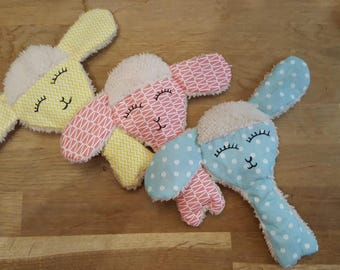 Plush / flat blanket for baby or child: the little sheep in pastel tones
