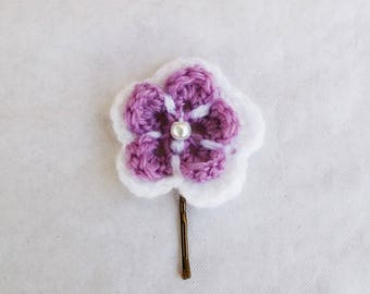 This hair clip purple and white crochet