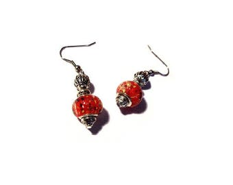 Gold retro earrings, red pattern beads