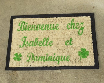 "Doormat personalized ""Welcome!"" with names of members of the couple and stars, green clovers pimprenellecreations"