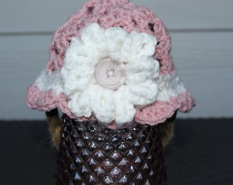 Pink baby hat with white flower