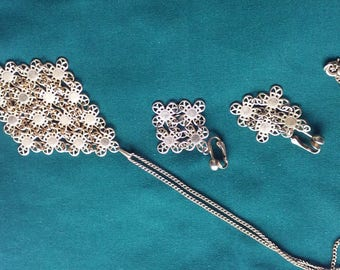 Vintage Sarah Coventry Necklace & Earring Set