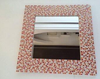 Miroir en mosaique de couleur orange rouge et blanc