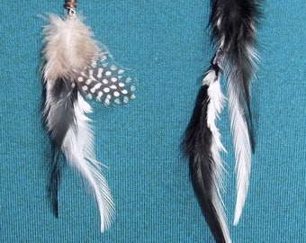 "Asymmetrical earrings in feathers natural ""Charlie"""