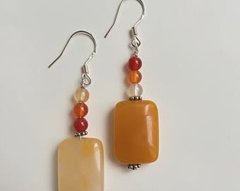Pendant earrings with yellow quartz and carnelian