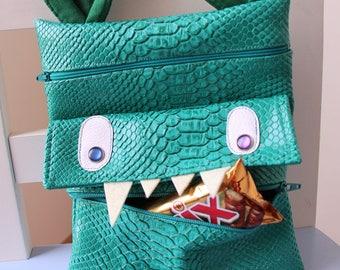 Pouch multi green crocodile closures pockets