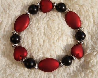 Handmade red and black heart beaded valentines day bracelet, red heart beads, valentines day bracelet, girls bracelet, women's bracelet