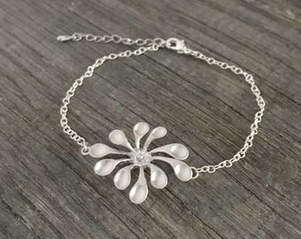 Bracelet chain silver plated matte rhodium plated large flower
