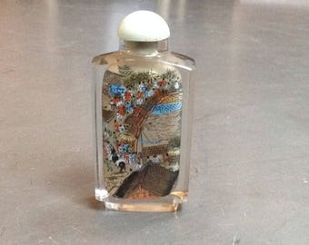 Reverse painted Chinese snuff bottle