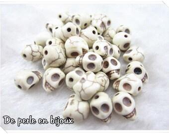 1pcs-beige 8mm howlite skull bead / stone seed 8 mm white