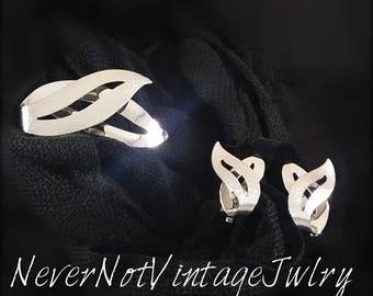 """Sarah Coventry demi parure """"Satin Flame"""" brooch and clip earrings, Vintage 1960's matching set"""