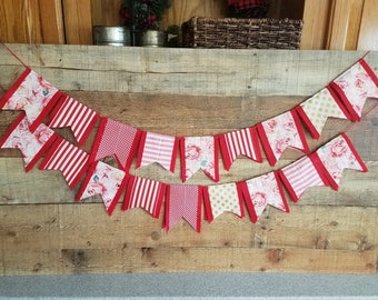 Valentine Day Felt Scrap Bunting - Felt Banner Double Sided -7 feet - Fabric scrap Valentine Garland Banner Bunting - RED background